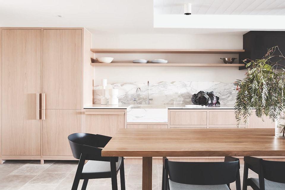 Marmurowy zlew do kuchni w Bondi Residence, Tommarkhenry.