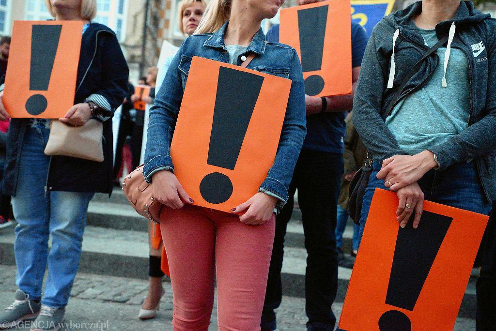 Wiec poparcia pracowników oświaty na Starym Mieście w Olsztynie