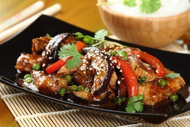 Steki wieprzowe z warzywami z woka