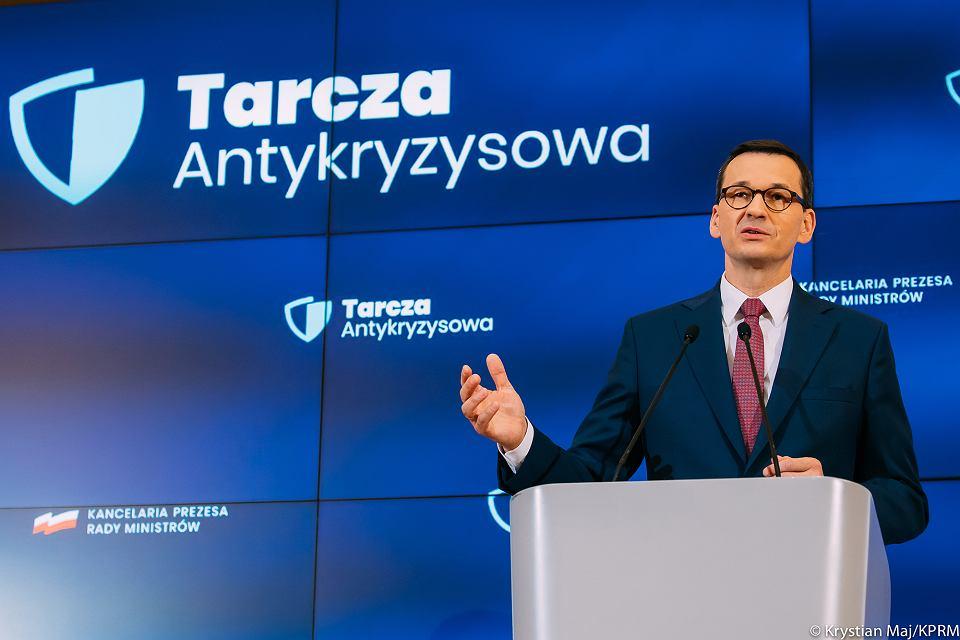 Premier Mateusz Morawiecki podczas konferencji na temat Tarczy Antykryzysowej, 18 marca 2020.