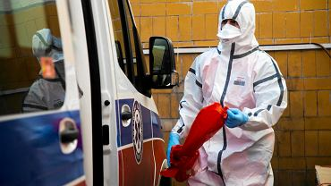 Koronawirus. Praca ratowników z Wojewódzkiej Stacji Pogotowia Ratunkowego w Białymstoku