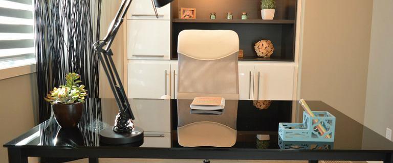 Urządzasz biuro? Mamy stylowe fotele i lampy, które świetnie się sprawdzą!