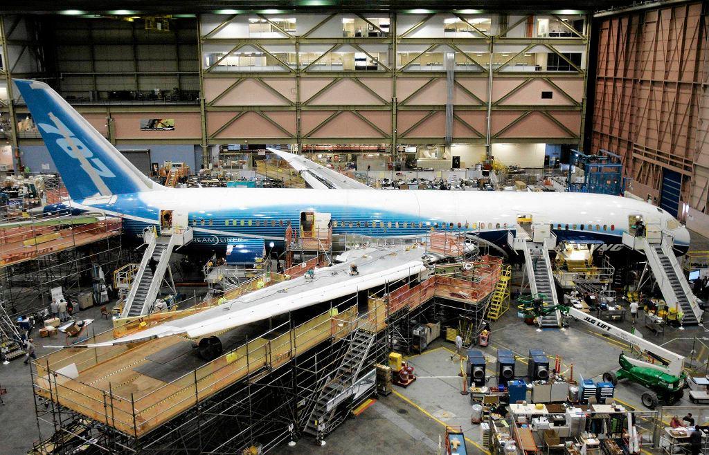 Pierwszy Boeing 787 Dreamliner w hali montażowej firmy, 2008 r.