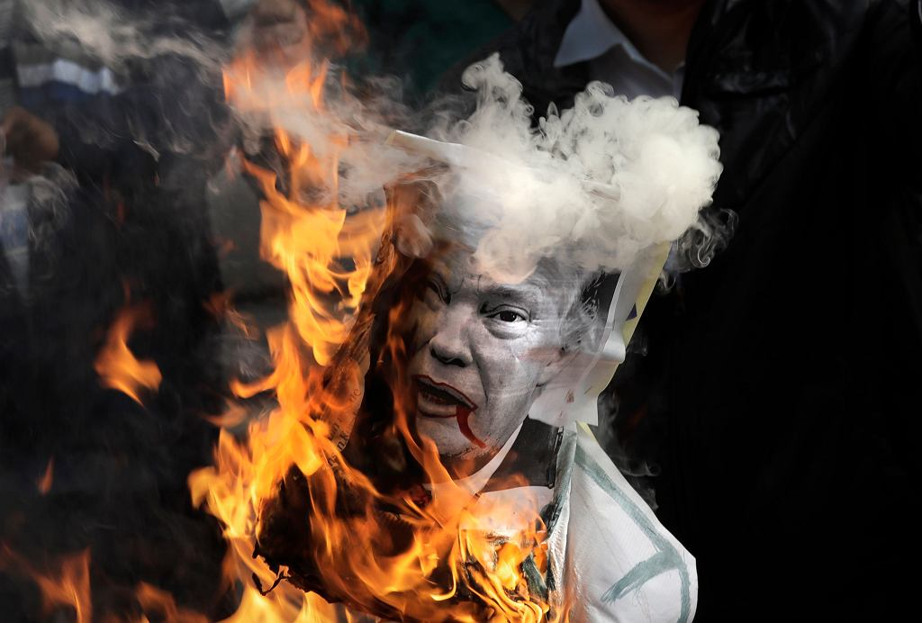 Podobizna Trumpa spalona w proteście przeciwko uznania Jerozolimy za stolicę Izraela