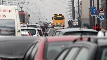 Najbardziej zakorkowane miejsca w Warszawie po zamknieciu mostu Lazienkowskiego .
