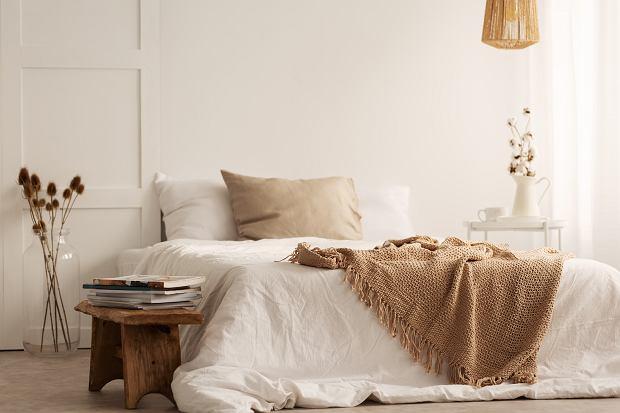 Ustawianie łóżka w małej sypialni - jak to zrobić, by nie zagracić pokoju?