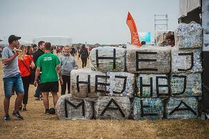 Tony plastikowych kubków pod nogami. Festiwale i maratończycy chcą być zero waste. Jak żyć bez plastiku?