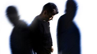 Objawy schizofrenii u mężczyzn objawiają się na  wcześneijszym etapie życia niż u kobiet