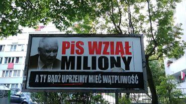 Billboardy z cytatami z Łony