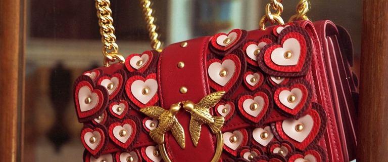 Te włoskie torebki z jaskółkami zyskały sławę na całym świecie. Powód? Przepięknie się prezentują