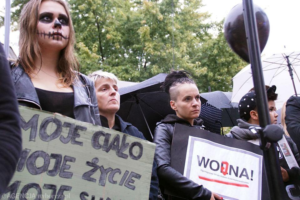 Zdjęcie numer 66 w galerii - Czarny protest w Zielonej Górze: