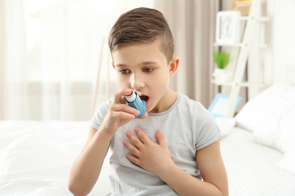 Jedną z przyczyn świszczącego oddechu może być astma.
