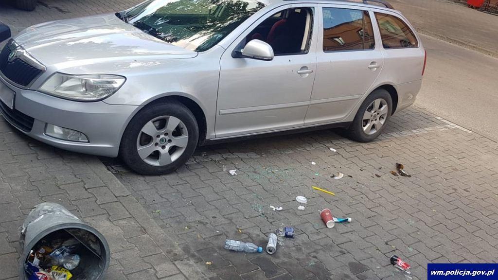 Policjanci rozbili szybę w samochodzie, by pomóc 4-latce zostawionej w nagrzanym aucie.