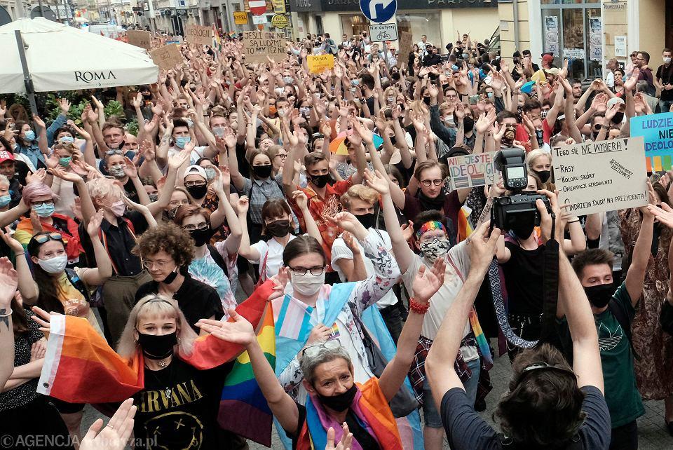 Poznańska, sierpniowa demonstracja na deptaku w obronie praw środowiska LGBT+