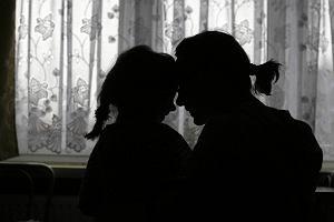 Spotyka się z kobietą, która dwukrotnie się rozwiodła