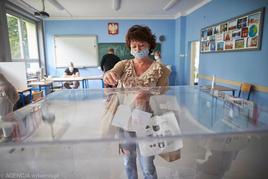 12.07. Wybory prezydenckie 2020. II tura, okręgowa komisja wyborcza nr 236 i 237 przy ul Czajkowskiego w Łodzi