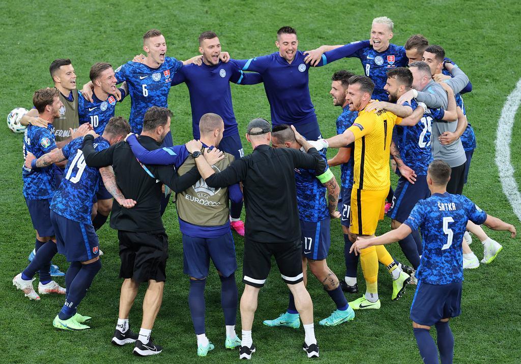 Reprezentacja Słowacji po wygranym meczu z Polską.