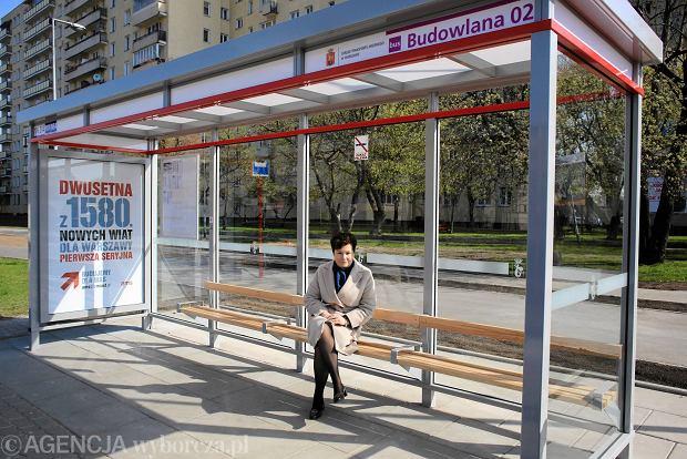 23.04.2015 Warszawa . Uroczyste otwarcie nowej wiaty przystankowej przy ulicy Budowlanej Fot. Jacek Marczewski / Agencja Gazeta