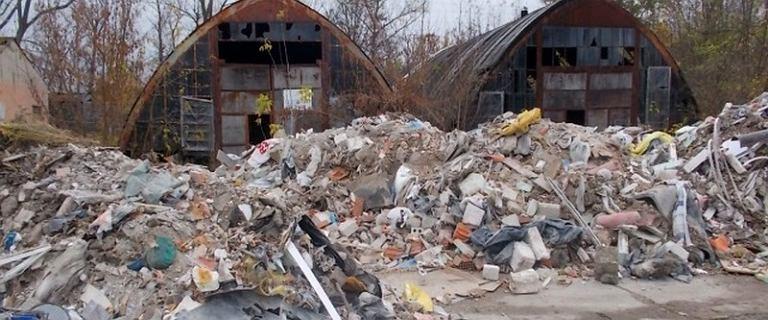 40 ton nielegalnych odpadów na Białołęce. Zlikwidowano ogromne wysypisko