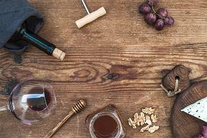 Stylowy i praktyczny zestaw do wina. Produkty must have dla koneserów
