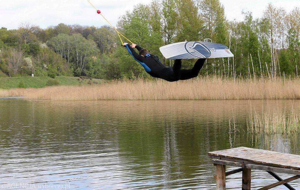 Zdjęcie numer 4 w galerii - Wodne szaleństwa, czyli wakepark nad Sobótką przygotowuje się do sezonu [FOTO]