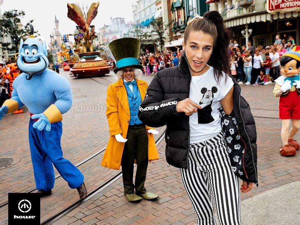 Sesję wizerunkową zrealizowano w paryskim Disneylandzie