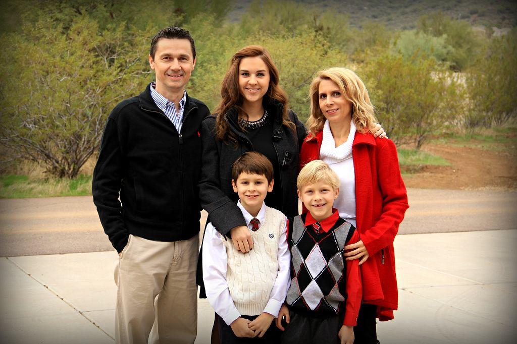 Troje dzieci i rodzice to w powiecie kartuskim na Pomorzu przeciętna rodzina (fot. pixabay.com)