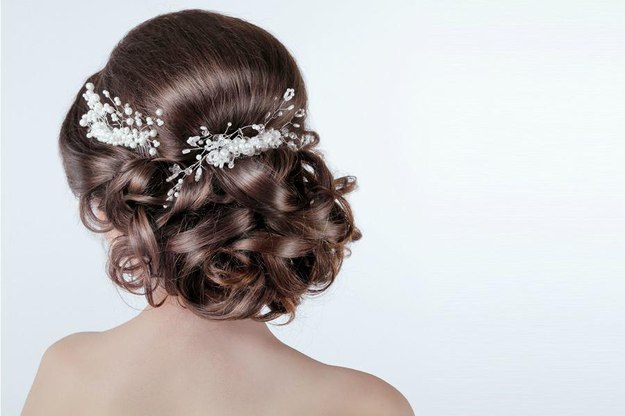 Fryzury na wesele loki upięte