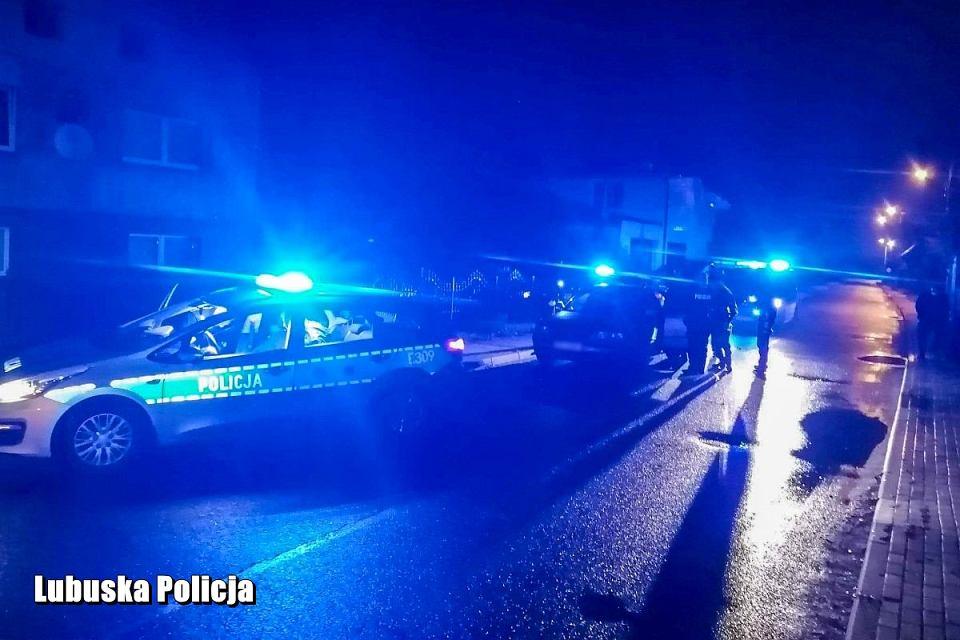 27-latek, który w grudniu ub. roku będąc pod wpływem narkotyków staranował radiowóz, znów szalał na drogach i uciekał przed policją. Odpowie przed sądem