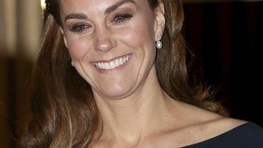 Księżna Kate w modnym dodatku z Zary. Jej opaska do włosów kosztuje 79,90 zł. To hit tego sezonu!