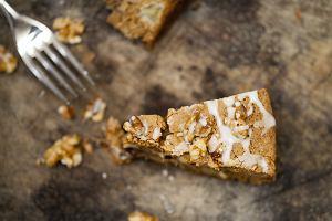 Ciasto z orzechami włoskimi - dwa przepisy na pyszny jesienny deser