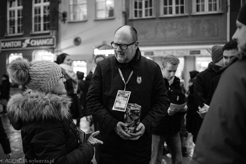 Prezydent Gdańska Paweł Adamowicz nie żyje. Na zdjęciu: podczas zbiórki na ul. Długiej w Gdańsku, 13 stycznia 2019