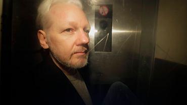 """Julian Assange jest ciężko chory?60 lekarzy uważa, że może umrzeć w więzieniu. """"Sytuacja jest pilna"""""""