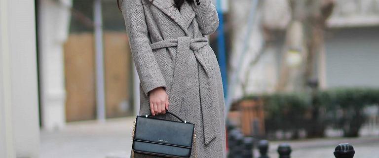Ten model płaszcza to HIT dla kobiet po 50-tce. Pięknie podkreśla talię i jest ciepły