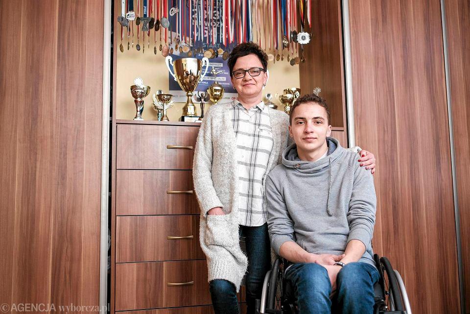 Adrian Beściak z mamą