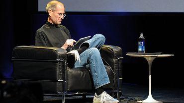 Steve Jobs prezentuje iPada