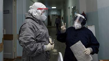 Koronawirus na świecie. Od początku pandemii zakaziło się ponad 60 mln osób
