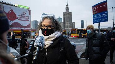 Marta Lempart na rondzie Dmowskiego podczas manifestacji Strajku Kobiet 28 listopada 2020 r.