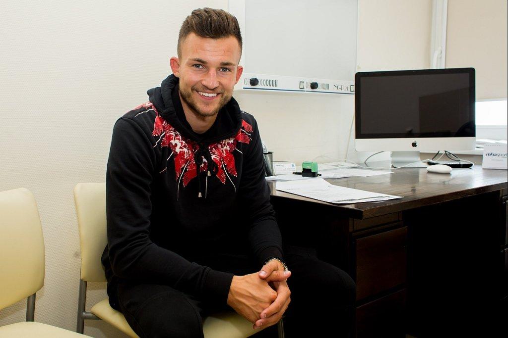 Denis Thomalla podczas testów medycznych przed podpisaniem kontraktu z Lechem Poznań