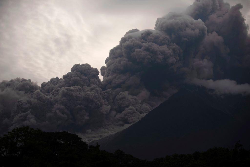 Erupcja wulkanu Fuego. Alotenango, Gwatemala, 3 czerwca 2018