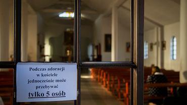 Większość Polaków chce, by lekcje religii wróciły do parafii