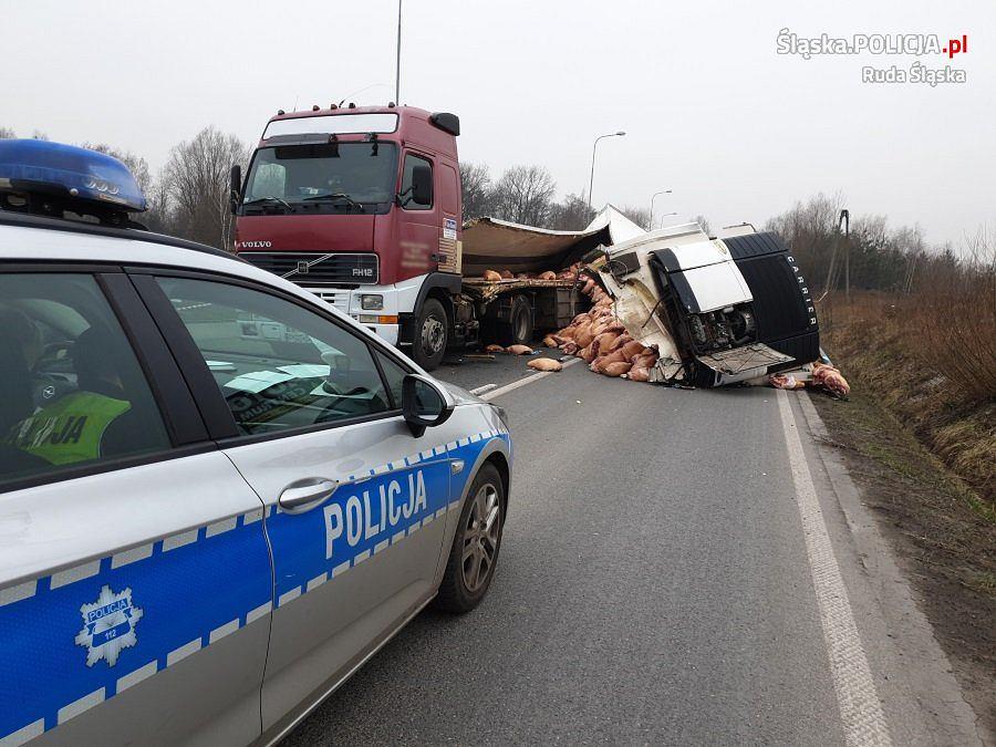 Wypadek ciężarówki-chłodni w Rudzie Śląskiej