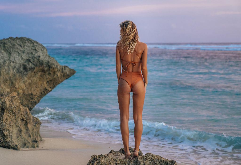 Trendy 2019: najpiekniejsze stroje kąpielowe