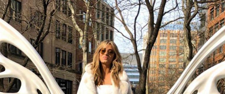 Marcelina Zawadzka w białej stylizacji w Nowym Jorku. Zobaczcie, gdzie kupić podobny płaszcz i kozaki