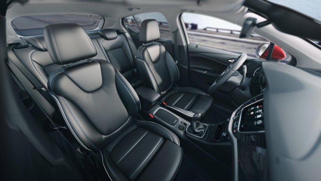 2016 Opel Astra - fotele nowej generacji są lżejsze i oferują dużą dozę komfortu