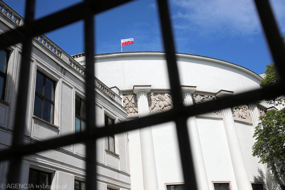 Flaga na budynku Sejmu RP. Warszawa, 3 lipca 2018