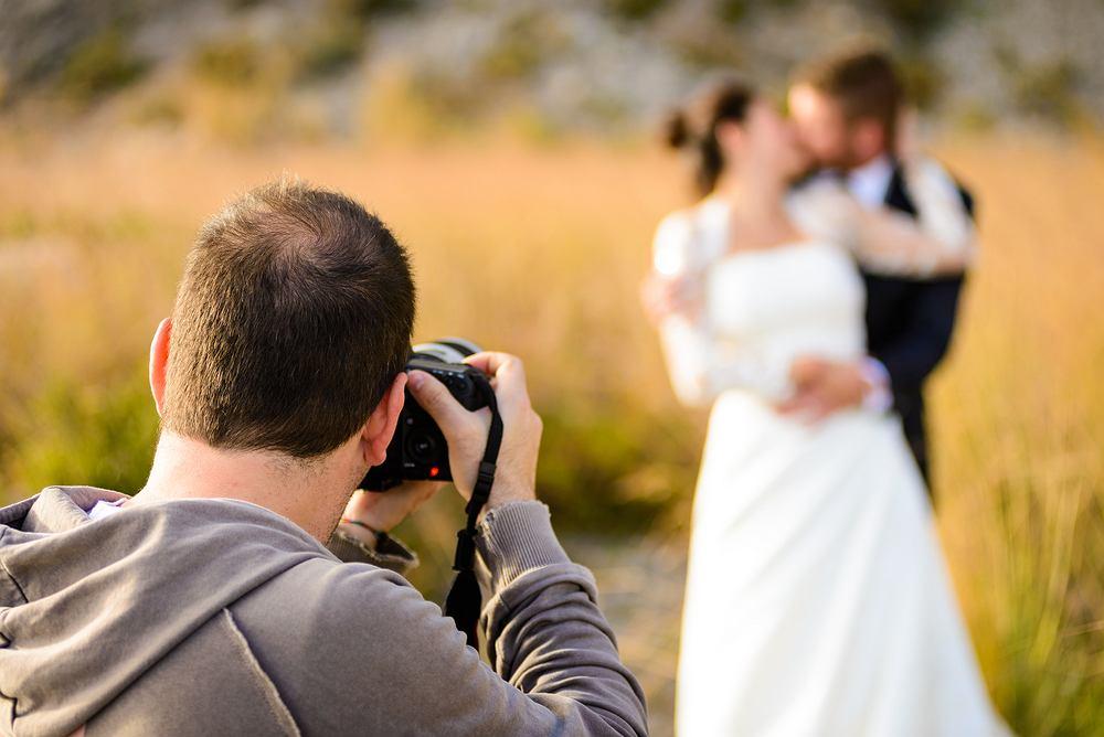 Fotograf zepsuł młodej parze zdjęcia ze ślubu. Za fuszerkę musi im zapłacić wysokie zadośćuczynienie