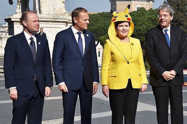 Mem z Beatą Szydło w roli Pikachu