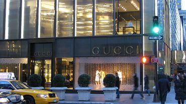 Trump Tower z widoczną witryną Gucci