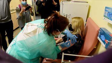Pierwsze szczepienie w Olsztynie przeciwko COVID-19, Szpital Dziecięcy.